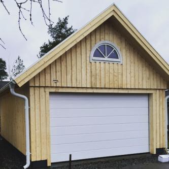 Garage med sadeltak och loft