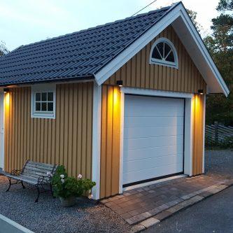 Litet med vackert garage från Mellby garage